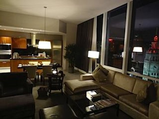 Room Wet Bar Picture Of Trump International Hotel Tower Chicago Chicago Tripadvisor