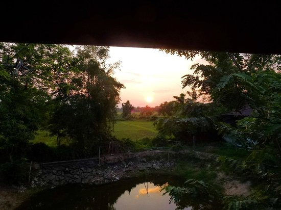 Ban Chunsongsang Home Stay : Beautiful sunset view from our room