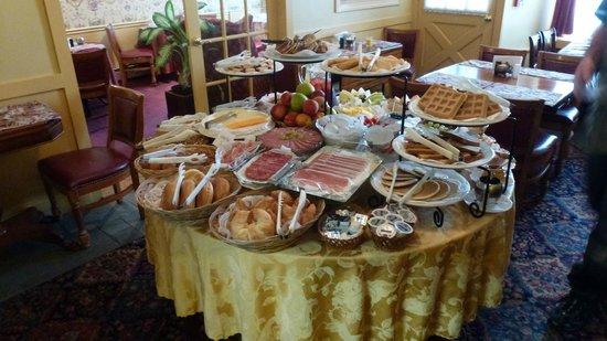 America's Cup Inn: fantastic breakfast buffet