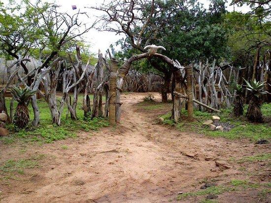 Protea Simunye Zulu Lodge: Hotel Outside Entrance
