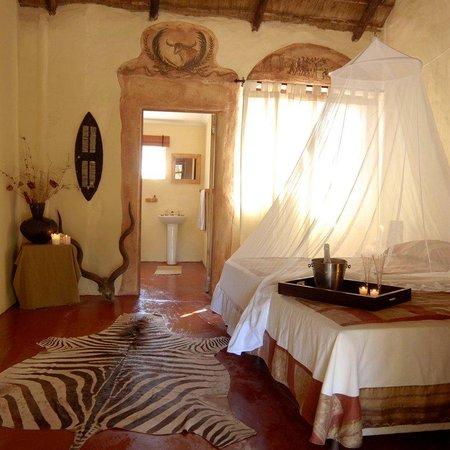 Protea Simunye Zulu Lodge: Standard Double Zebra Guest Room