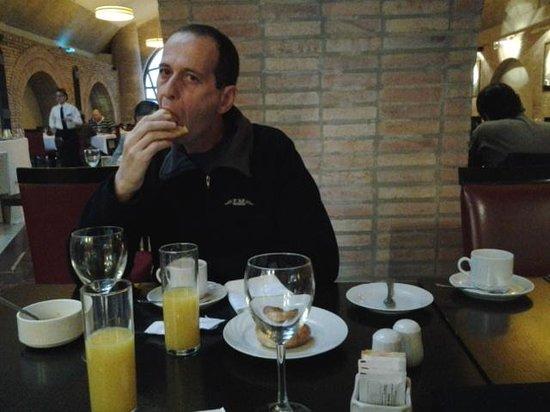 Del Bono Park Hotel Spa & Casino: desayunando