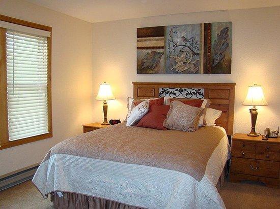Ferringway Hotel Condominiums: Guest Bed