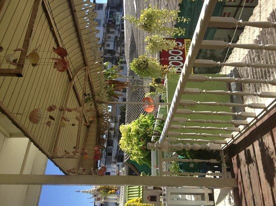 Les Bobo's Backpacker Hostel: Terrace ❤