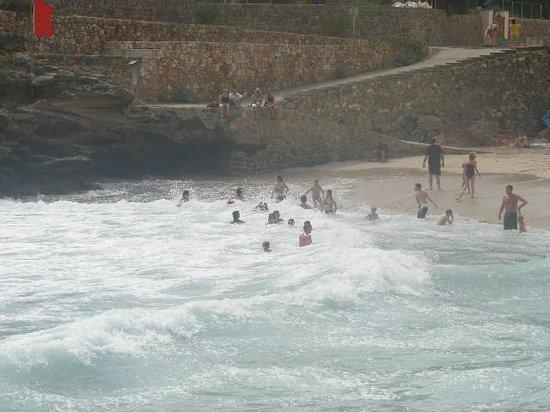 Grupotel Molins: People enjoying the waves