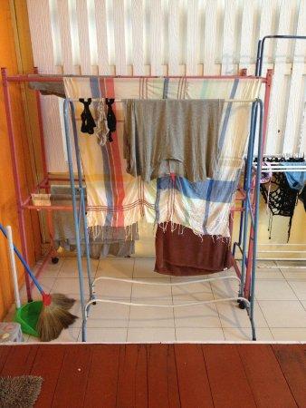 Les Bobo's Backpacker Hostel: Laundry