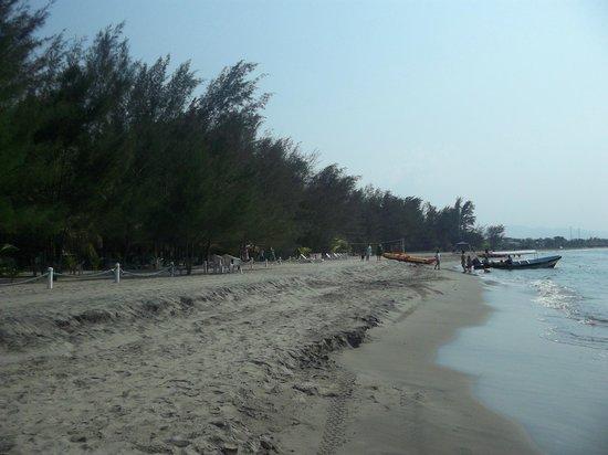 La Ensenada Beach Resort & Convention Center: accompanying beach area