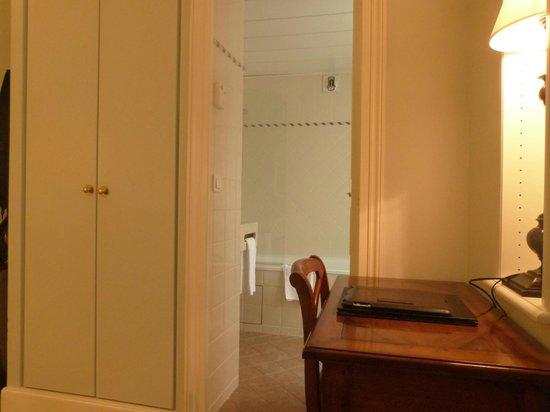 Le Relais Saint-Honore: otro ángulo de la habitación