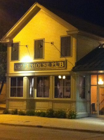 Courthouse Pub: Replica of the original from the 1800's