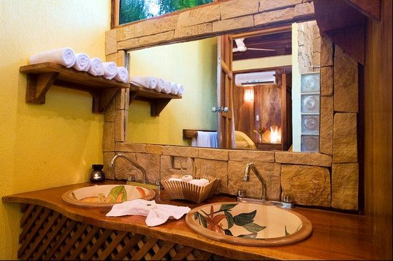 Hotel Tropico Latino: Bathroom At The Beach Front Bungalow