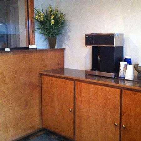 Regency Inn: Lobby (OpenTravel Alliance - Lobby view)