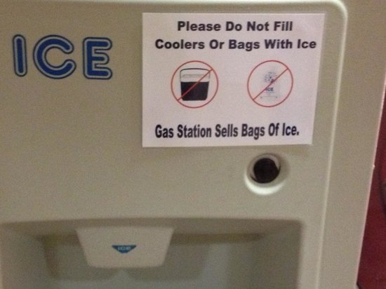 Suburban Extended Stay Hilton Head : Ice machine signage is an insult to customers