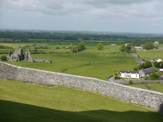 O'Briens Cashel Lodge: Cashel Lodge (stone building on right) from the Rock