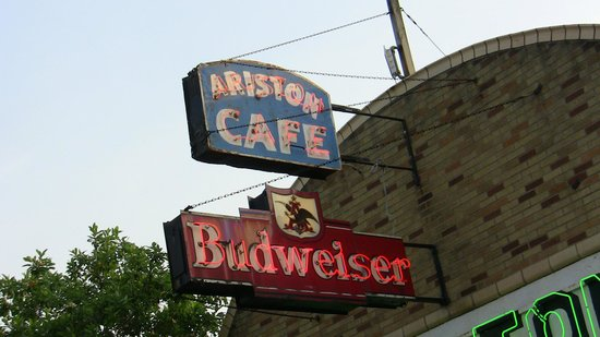 Ariston Cafe: Get the sign, have a beer and hit the road.
