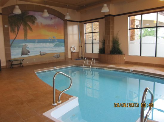 Quality Inn & Suites Levis: Piscine.