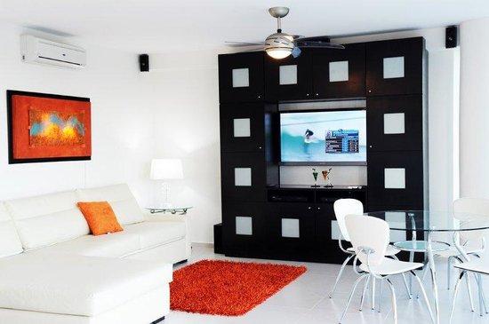 Amara Cancun Beachfront Condos: Sala Tv Copy