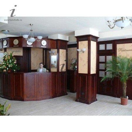 Grand Hotel Perla Ciucasului: Lobby View