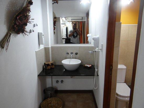 Petit Hotel Si Mi Capitan: BATHROOM