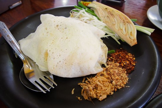 Uptown Restaurant: Pad thai