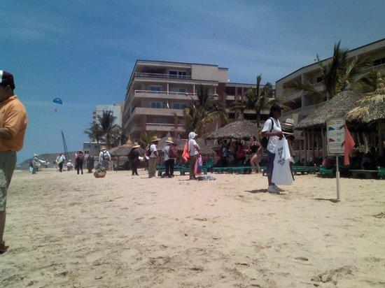 Hotel Playa Mazatlan: molestan mucho los vendedores
