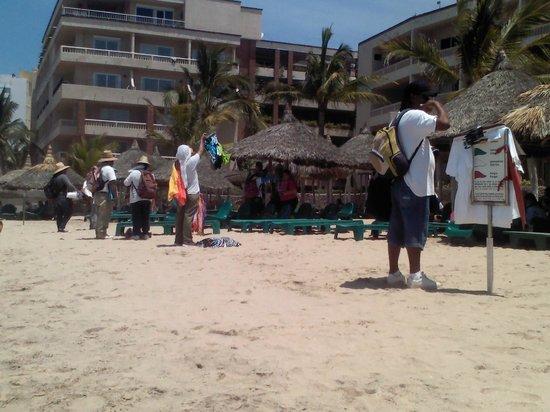 Hotel Playa Mazatlan: demasiados vendedores !!