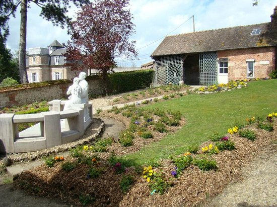 Les Buissonnets : The back garden, with the statue of Therese begging her father to let her join the Carmelites