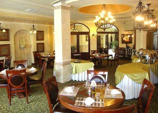 Clarion Suites Mediterraneo: Santorini Restaurant