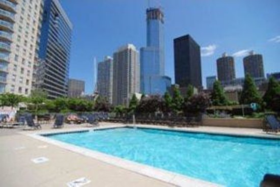 Manilow Suites at The Grand Plaza: Outdoor Pool