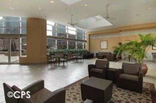 Manilow Suites at The Grand Plaza: CPSLobby Atrium