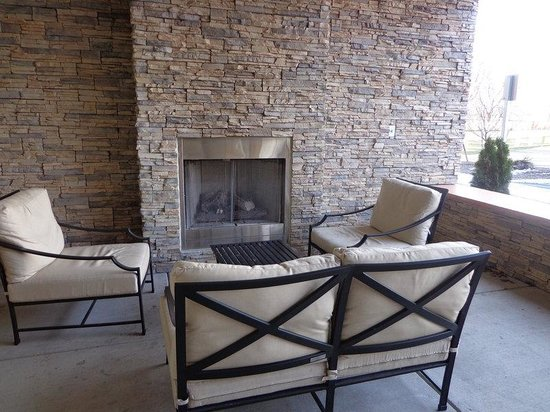 Country Inn & Suites By Carlson, Buffalo South I-90: Outdoor patio