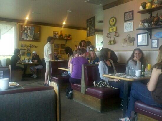 Egg River Cafe: Interior