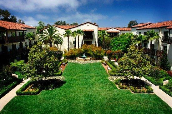 Estancia La Jolla Hotel & Spa: Garden Courtyard View