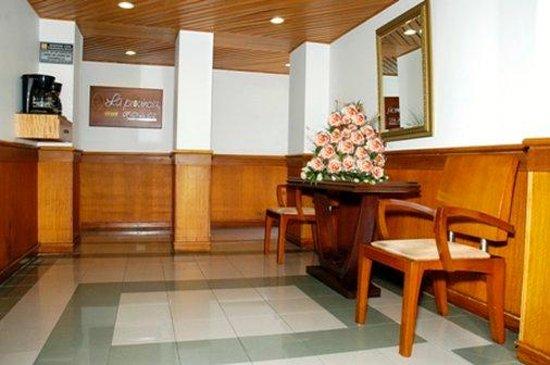 Aparta Suitte La Provincia: Lobby