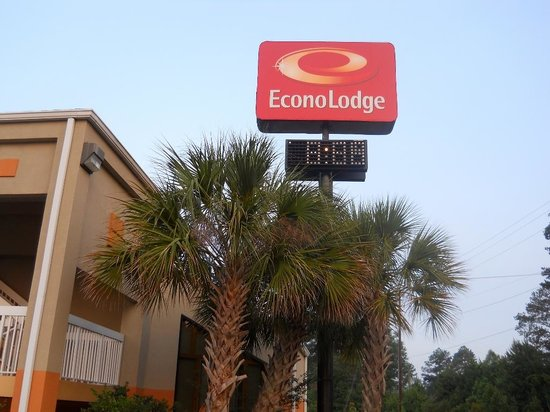 Econo Lodge - Hattiesburg / Highway 49 N. : Hotel Entrance