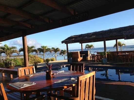 The Islander Hotel: Breakfast/meal area overlooking pool and reef