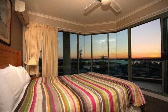 Sails Luxury Apartments: Beautiful overlooking the Lake