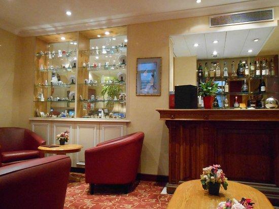 Hôtel Elysées Opéra: Bar seating area