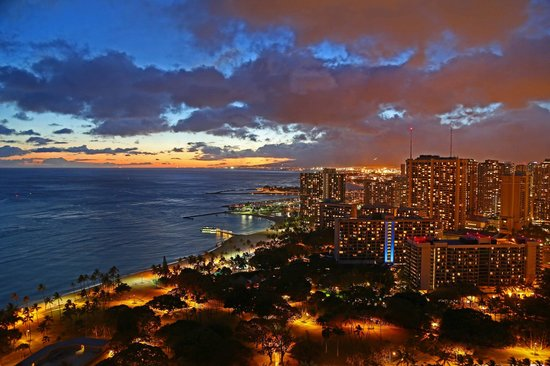 Trump International Hotel Waikiki: Sunset from our room!