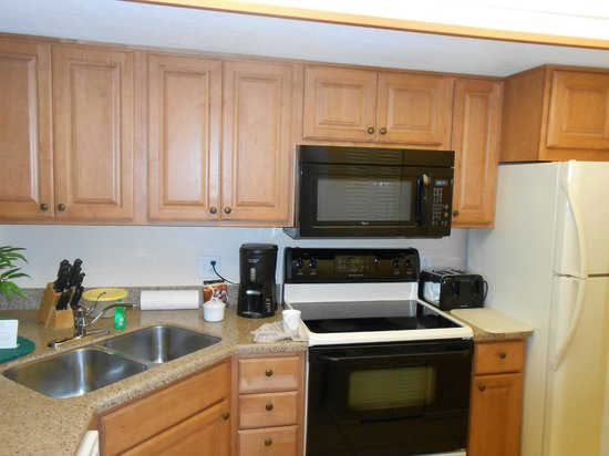 Park Shore Resort: Kitchen