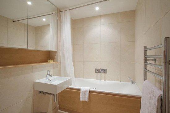 City Nites London - Aldgate: Bathroom