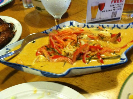 Thai Krathong: Shrimp in peanut sauce ... on a fish platter.