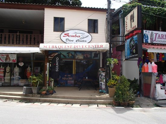 Scuba Quest Dive Center Kamala: dive centre