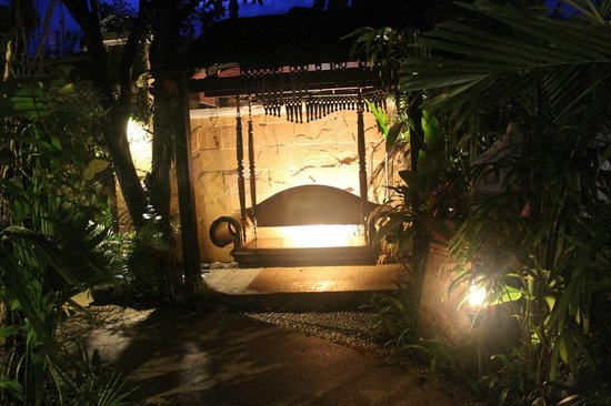 The Baray Villa: Grounds by night