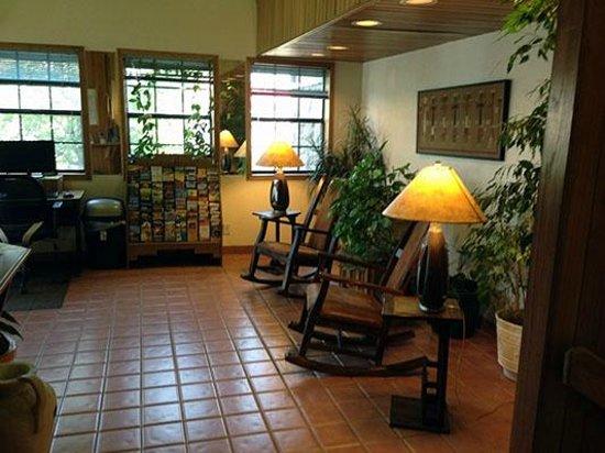 Super 8 Cortez/Mesa Verde Area: Lobby