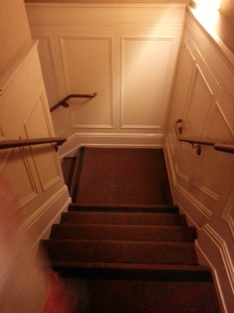 Handlery Union Square Hotel : Stairs to the Lobby