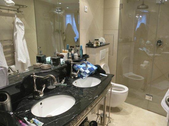 Hôtel Konfidentiel : Great Bathroom