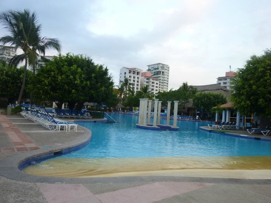 Melia Puerto Vallarta All Inclusive: Pool gradual entrance, great for little kids