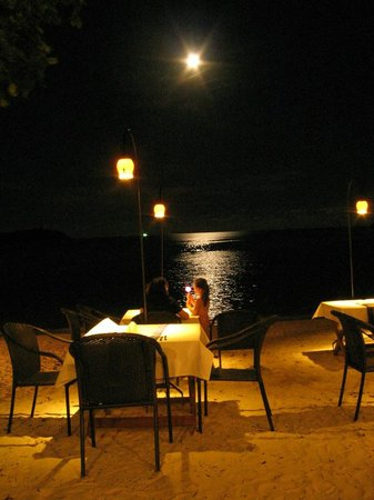 Blue Lagoon Hotel: Moon rise in April (2) from the restaurant. Photo as taken, no enhancement.