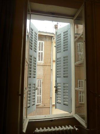 Vertigo Hostel Saint-Charles : 窓