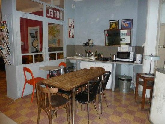 Vertigo Hostel Saint-Charles: キッチン